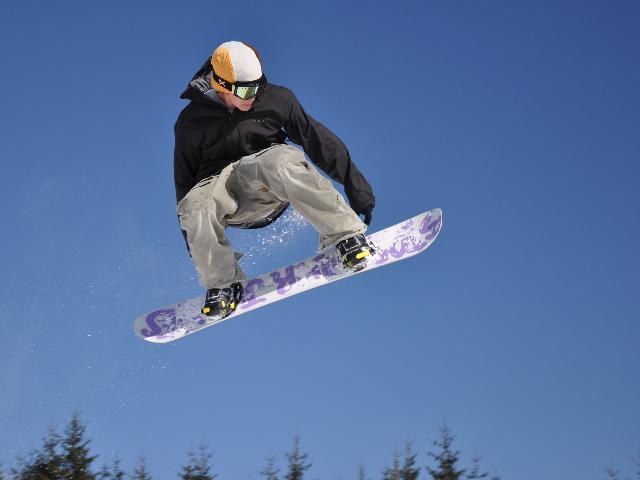 saltos-en-snowboard